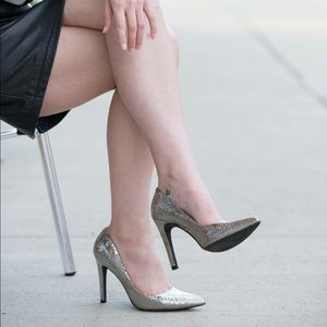 Jessica Simpson crackle silver metallic pumps